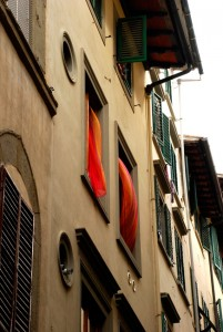 oltrarno-florence-italy-window-in-sidestreet