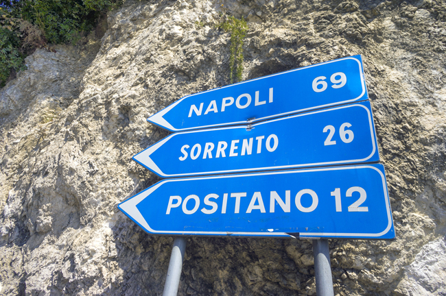 italy_travel_guide_amalfi_coast_sorrento_drive_sign
