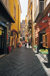 italy_travel_guide_amalfi_coast_sorrento_street