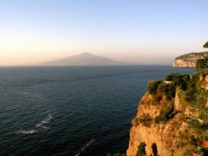 italy_travel_guide_amalfi_coast_sorrento_vesuvius