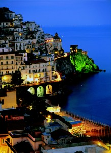 italy_travel_guide_amalfi_coast_sorrento_view_night